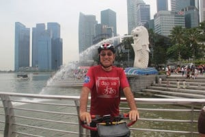 Geoff at the Merlion in Singapore